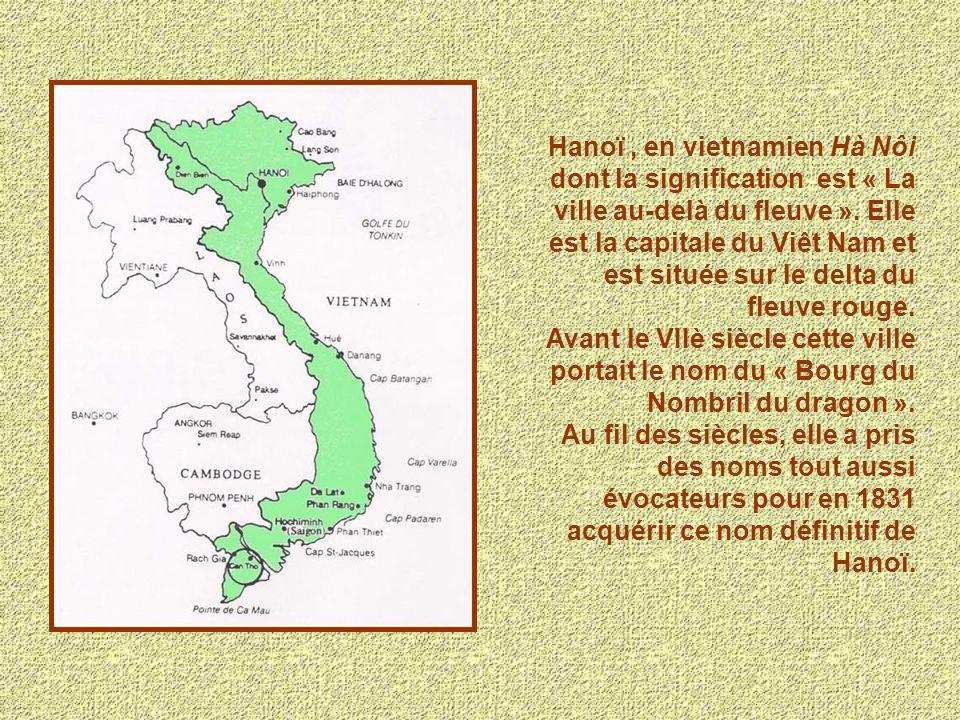 Hanoï, en vietnamien Hà Nôi dont la signification est « La ville au-delà du fleuve ». Elle est la capitale du Viêt Nam et est située sur le delta du f