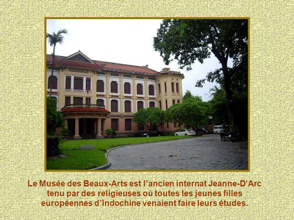 Le Musée des Beaux-Arts est lancien internat Jeanne-DArc tenu par des religieuses où toutes les jeunes filles européennes dIndochine venaient faire le