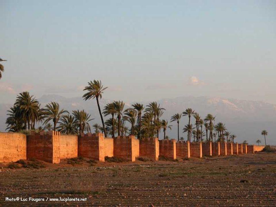 La mosquée de la Koutoubia fondée au XII e siècle par les AlmohadesKoutoubiaXII e siècleAlmohades
