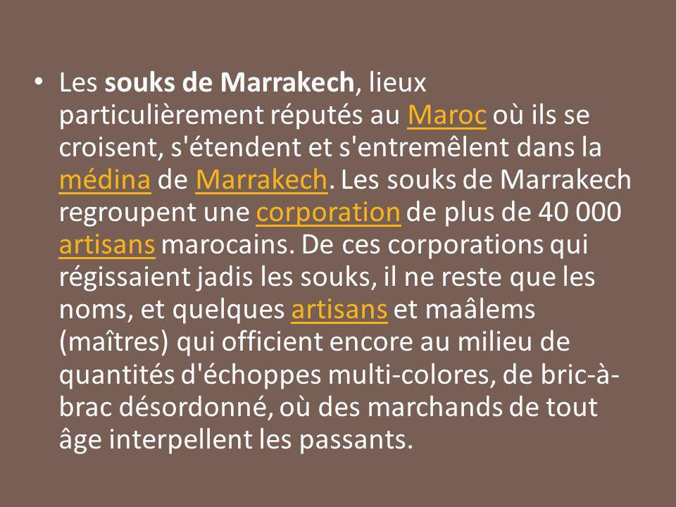 Les souks de Marrakech, lieux particulièrement réputés au Maroc où ils se croisent, s étendent et s entremêlent dans la médina de Marrakech.