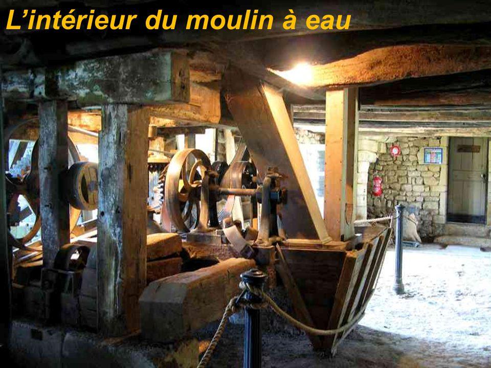 Lintérieur du moulin à eau