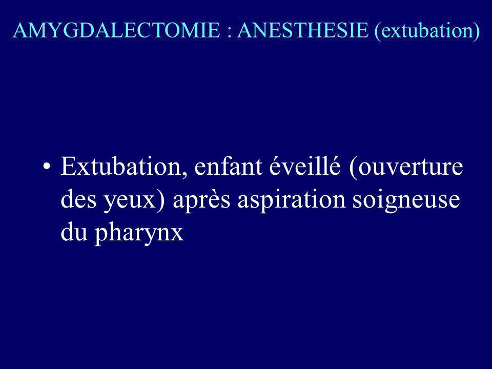 Extubation, enfant éveillé (ouverture des yeux) après aspiration soigneuse du pharynx AMYGDALECTOMIE : ANESTHESIE (extubation)