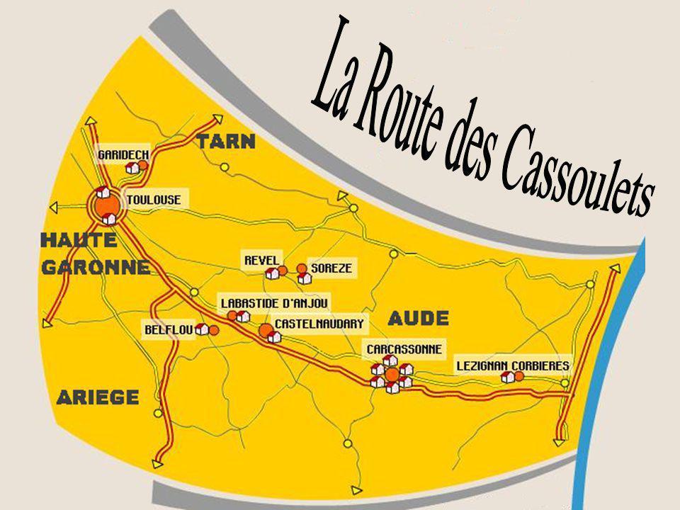 A la base traditionnelle du cassoulet de Castelnaudary : haricots lingots, confit, échine, poitrine, couennes, jarrets de porc, ail, bouquet garni, as