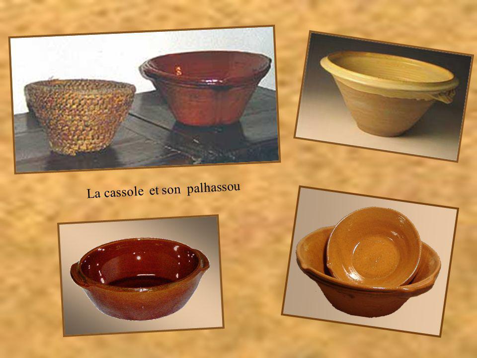 A partir du XVI ème siècle, les haricots, rapportés d'Amérique par Christophe Colomb, remplacèrent les fèves. Les ingrédients furent mis à cuire dans