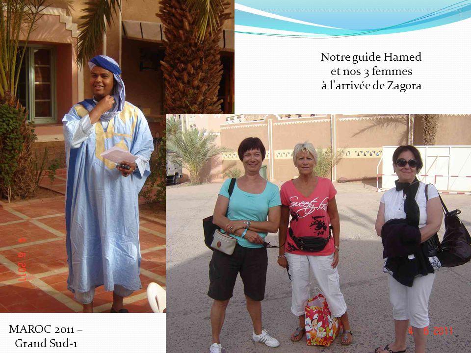 Notre guide Hamed et nos 3 femmes à l arrivée de Zagora MAROC 2011 – Grand Sud-1