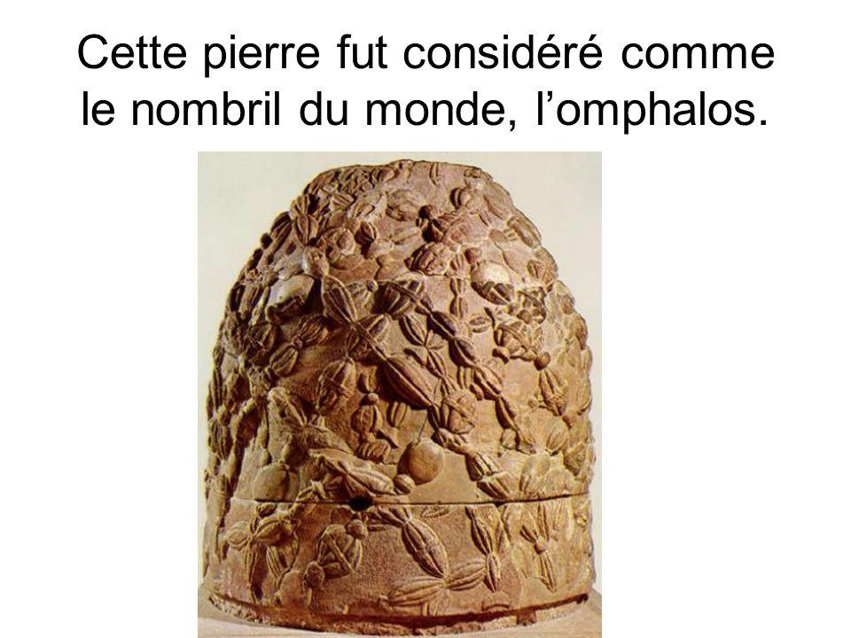 Cette pierre fut considéré comme le nombril du monde, lomphalos.