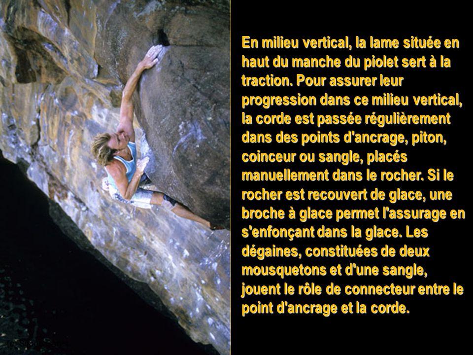 Lorsque l'alpinisme ne se pratique pas en solo, les partenaires sont généralement reliés par une corde, dont le rôle est d'amortir et d'arrêter une év
