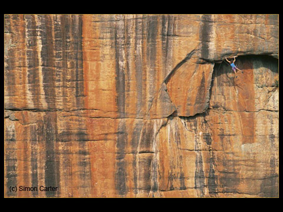 Joe Simpson (né le 13 août 1960) est un écrivain et alpiniste anglais. Lors de la descente d'un versant très dangereux en période hivernale, Joe est v
