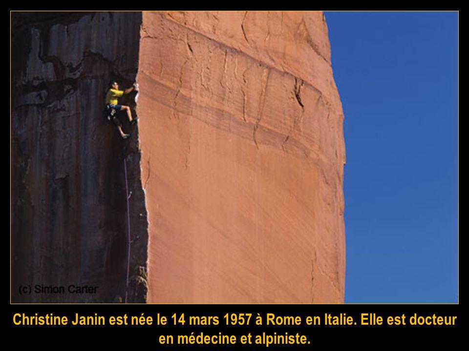 Gaël Bouquet des Chaux est un guide de haute montagne. Alpiniste français se faisant remarquer sur de nombreuses ouvertures de voies dans les alpes et