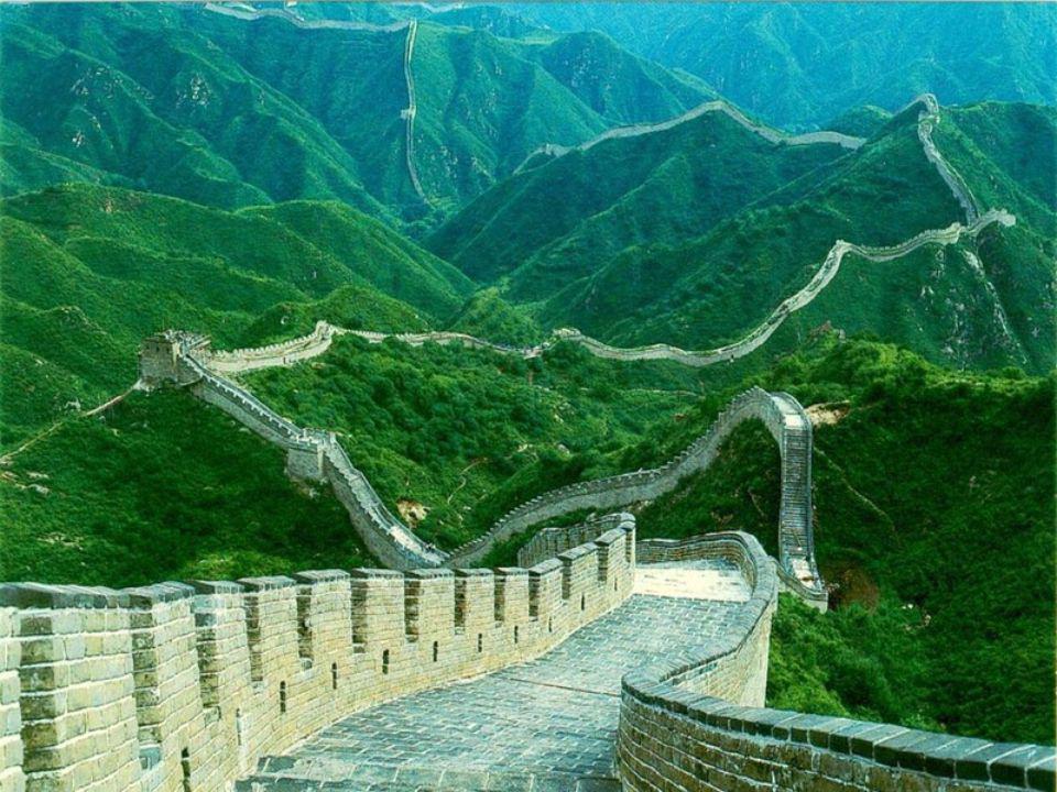 Longue de 7200 km, la Grande Muraille de Chine est inscrite sur la liste du patrimoine mondiale de l`UNESCO depuis 1987