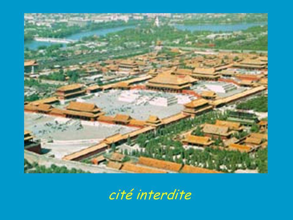 Plan de la Cité Interdite (1) Porte du Méridien Wu Men (2) Porte de l Harmonie suprême Taihe Men (3) Cour extérieure Wai Chao (4) Salle de l Harmonie suprême Taihe Dian (5) Salle de l Harmonie parfaite Zhonghe Dian (6) Salle de l Harmonie préservée Baohe Dian (7) Palais de la pureté Céleste Tianqing Gong (8) Salle de l Union Liaotai Dian (9) Palais de la Tranquilité Terrestre Kunming Gong