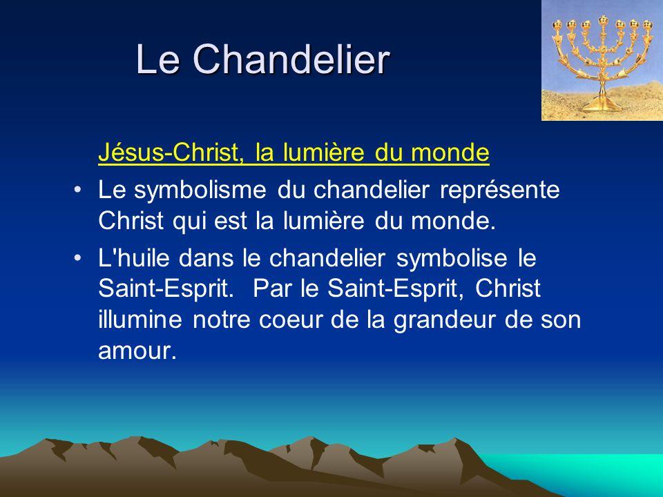 Le Chandelier Jésus-Christ, la lumière du monde Le symbolisme du chandelier représente Christ qui est la lumière du monde. L'huile dans le chandelier