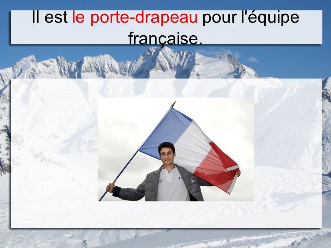 Il est le porte-drapeau pour l équipe française.