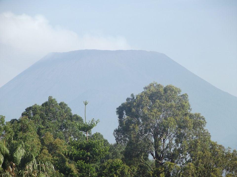 Revenons en 2002: après avoir coupé la piste datterrissage, la lave sapproche de la ville et sen prend au plein centre de Goma.