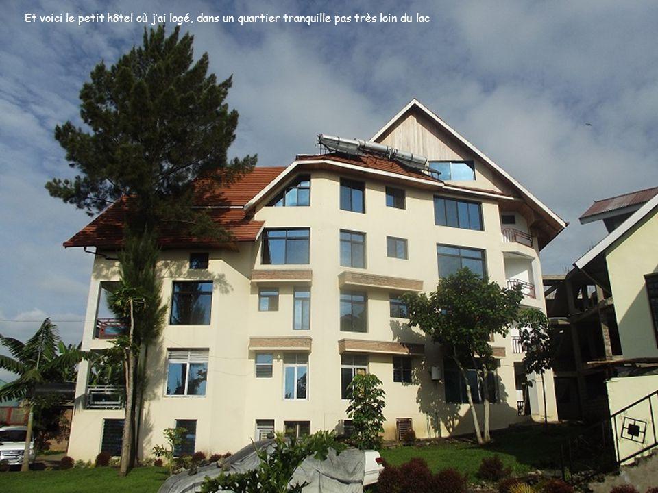 Et voici le petit hôtel où jai logé, dans un quartier tranquille pas très loin du lac