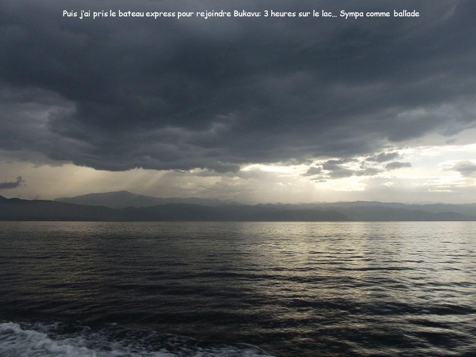 Puis jai pris le bateau express pour rejoindre Bukavu: 3 heures sur le lac… Sympa comme ballade