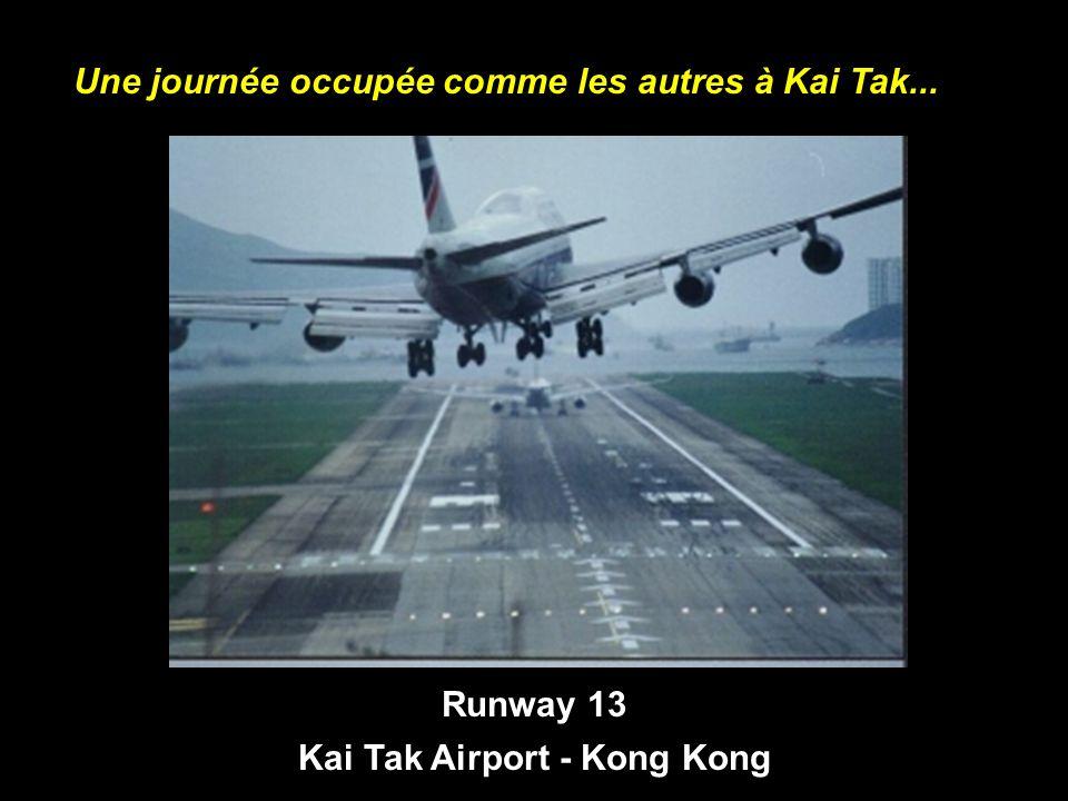 Runway 13 Kai Tak Airport - Kong Kong Une journée occupée comme les autres à Kai Tak...