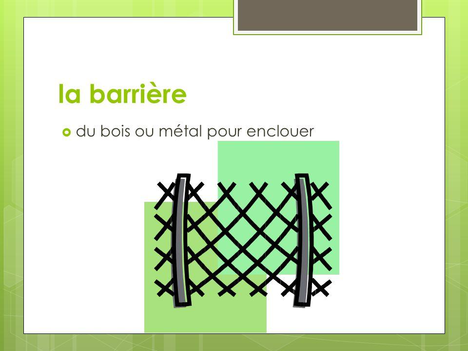 la barrière du bois ou métal pour enclouer