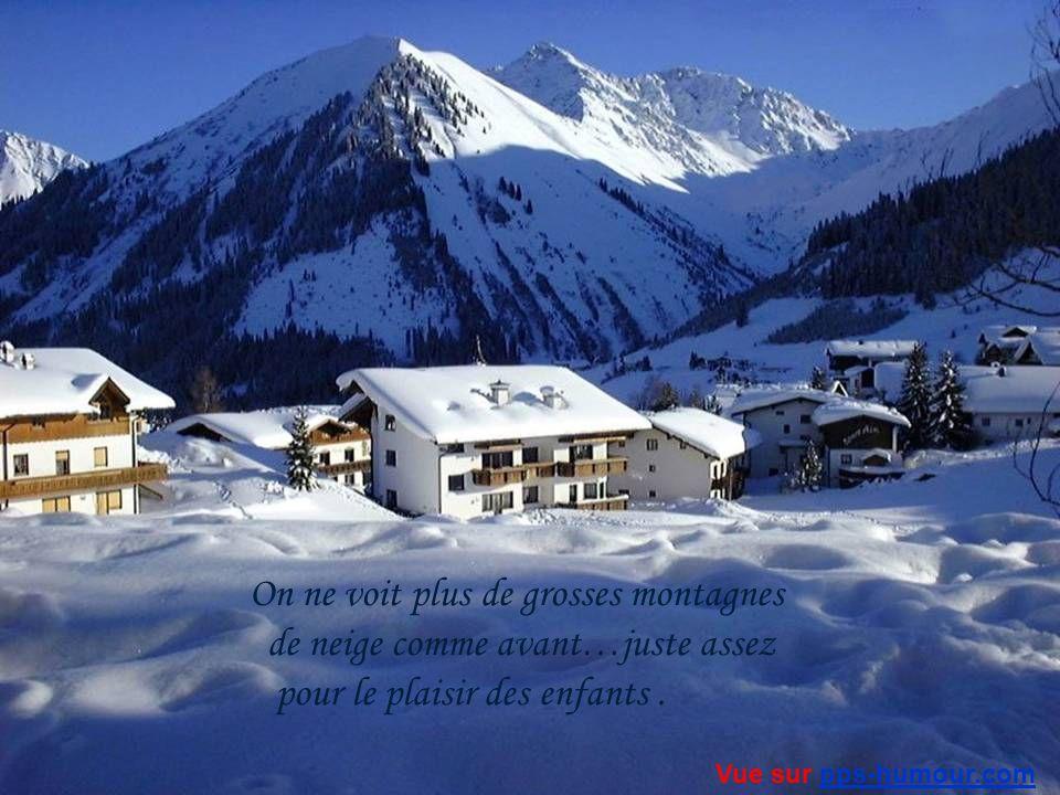 Notre bonhomme de neige devant la maison… semblait dire aux gens…Entrez… Vue sur pps-humour.compps-humour.com
