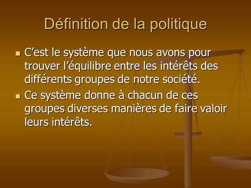 Définition de la politique Cest le système que nous avons pour trouver léquilibre entre les intérêts des différents groupes de notre société. Cest le