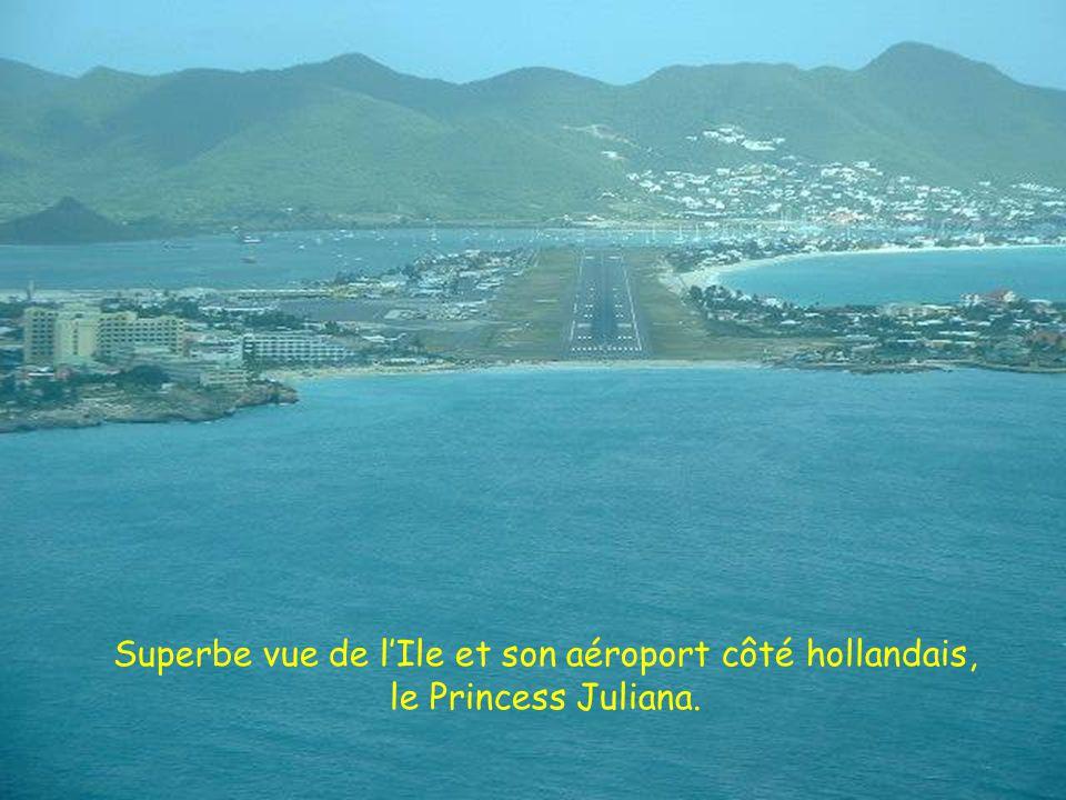 Superbe vue de lIle et son aéroport côté hollandais, le Princess Juliana.