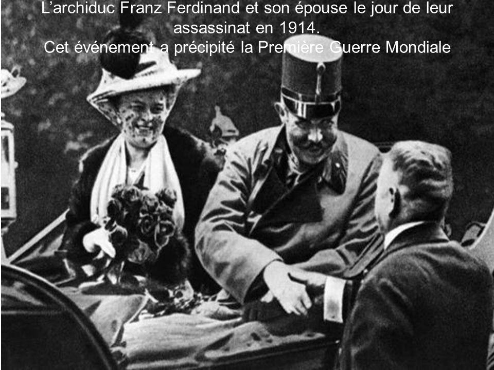 Larchiduc Franz Ferdinand et son épouse le jour de leur assassinat en 1914. Cet événement a précipité la Première Guerre Mondiale