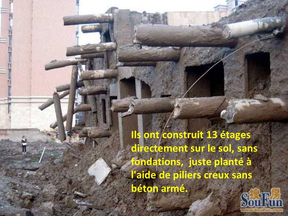 Ils ont construit 13 étages directement sur le sol, sans fondations, juste planté à l'aide de piliers creux sans béton armé.