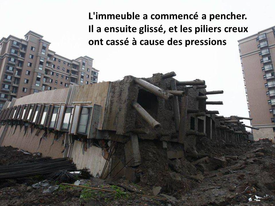 L'immeuble a commencé a pencher. Il a ensuite glissé, et les piliers creux ont cassé à cause des pressions