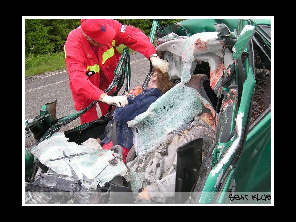 UN ACCIDENT, un week-end au matin sur la route forestière dans le sens Sud-Nord à Maceda ( PT ) RESULTAT 2 MORTS .