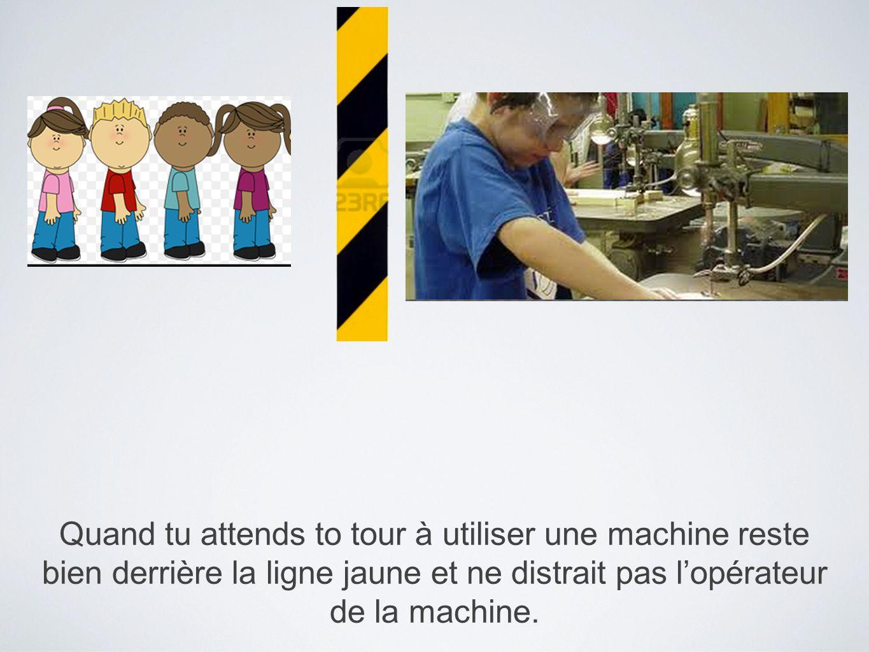 Quand tu attends to tour à utiliser une machine reste bien derrière la ligne jaune et ne distrait pas lopérateur de la machine.