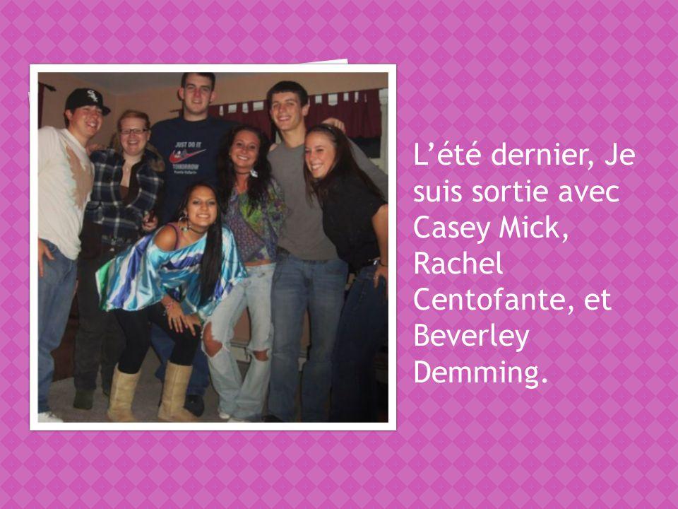 Lété dernier, Je suis sortie avec Casey Mick, Rachel Centofante, et Beverley Demming.