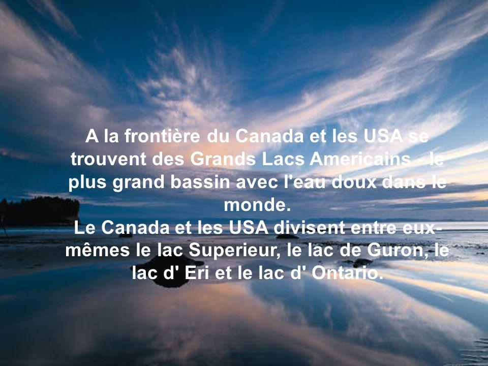 A la frontière du Canada et les USA se trouvent des Grands Lacs Americains - le plus grand bassin avec l'eau doux dans le monde. Le Canada et les USA