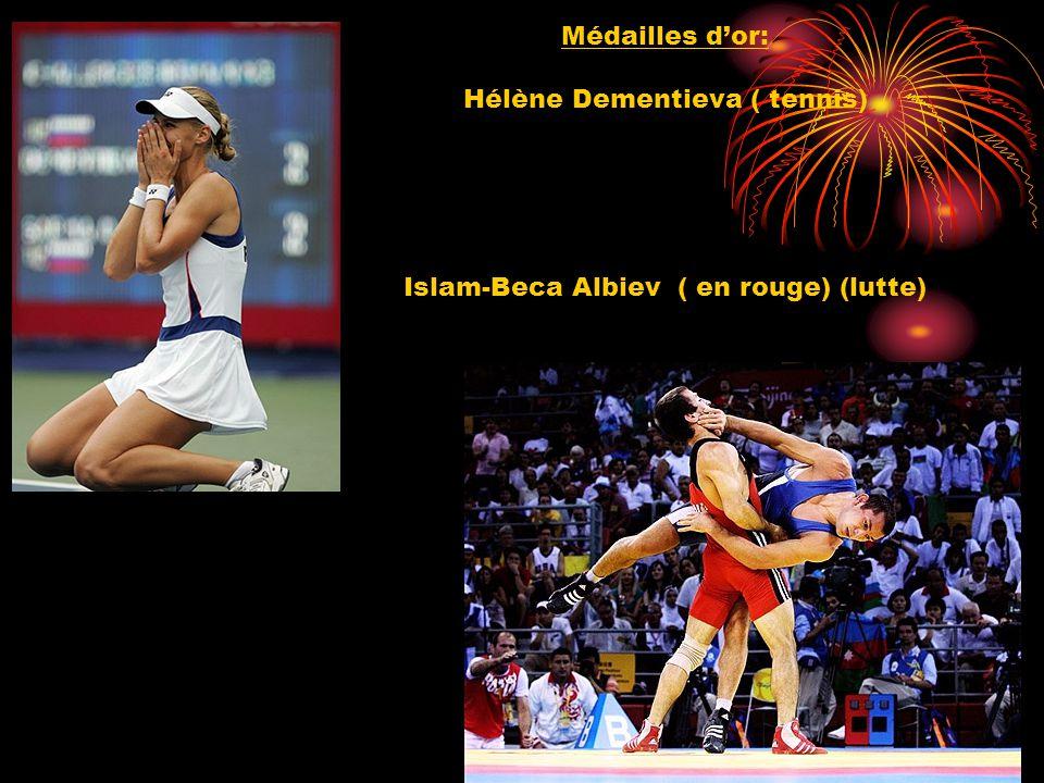 Médailles dor: Hélène Dementieva ( tennis) Islam-Beca Albiev ( en rouge) (lutte)
