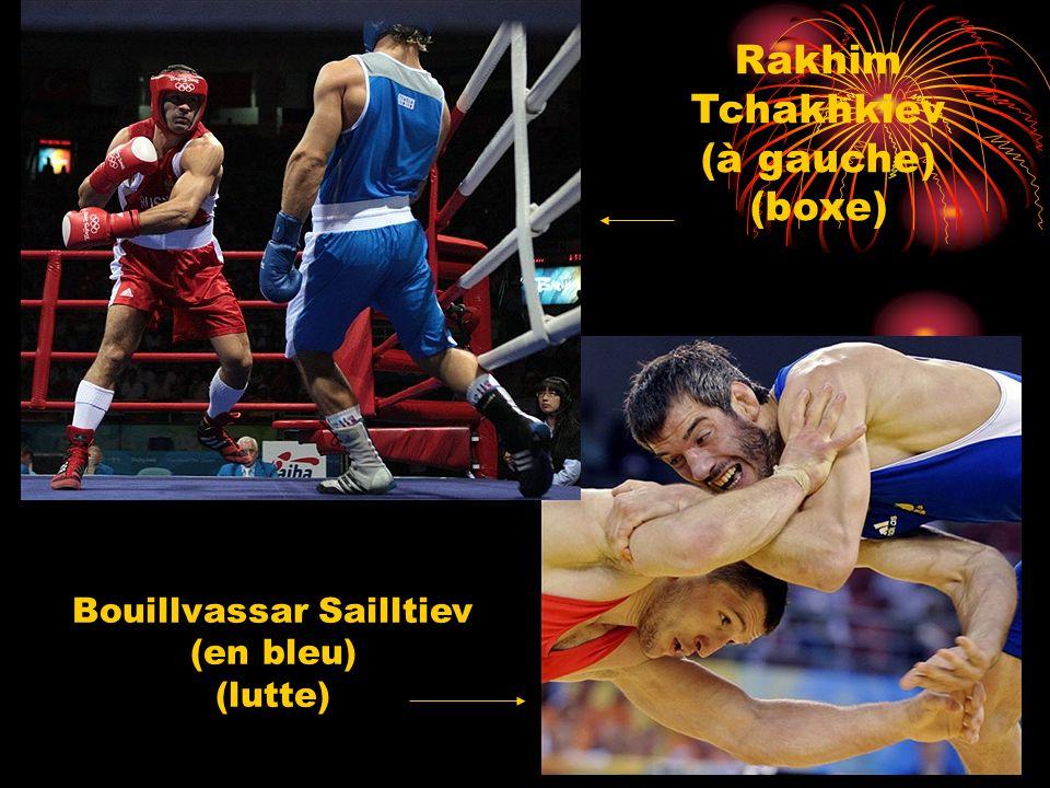 Rakhim Tchakhkiev (à gauche) (boxe) Bouillvassar Sailltiev (en bleu) (lutte)