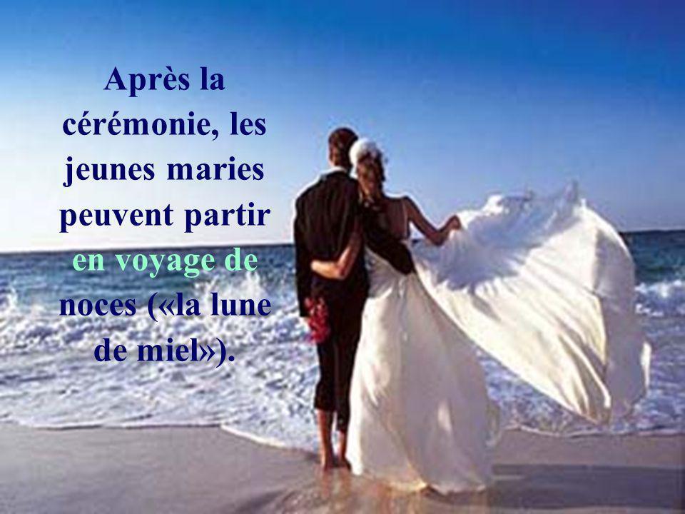 Après la cérémonie, les jeunes maries peuvent partir en voyage de noces («la lune de miel»).