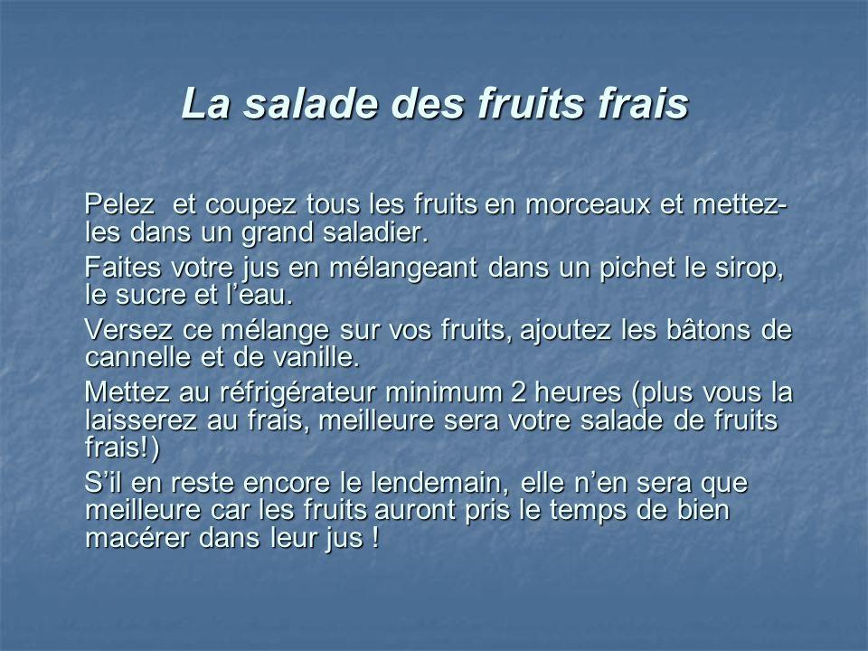 La salade des fruits frais Pelez et coupez tous les fruits en morceaux et mettez- les dans un grand saladier. Pelez et coupez tous les fruits en morce