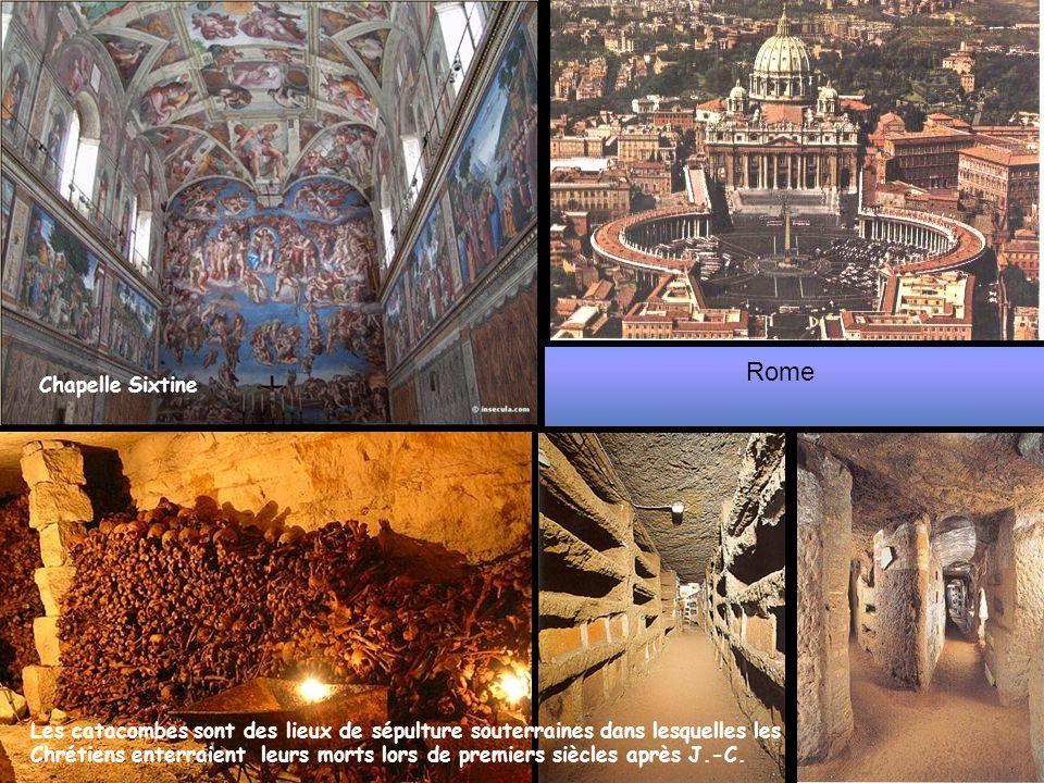 Rome Les catacombes sont des lieux de sépulture souterraines dans lesquelles les Chrétiens enterraient leurs morts lors de premiers siècles après J.-C.