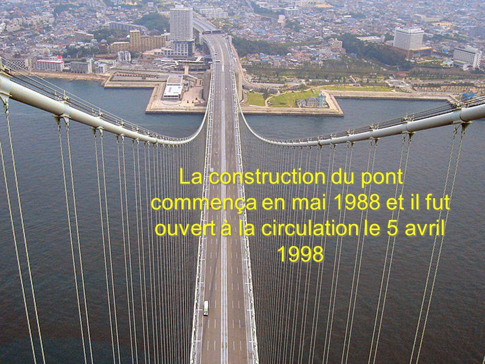 La construction du pont commença en mai 1988 et il fut ouvert à la circulation le 5 avril 1998
