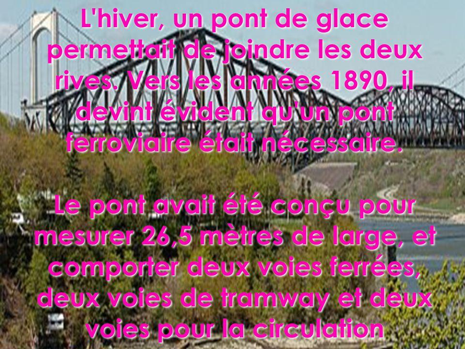 L'hiver, un pont de glace permettait de joindre les deux rives. Vers les années 1890, il devint évident qu'un pont ferroviaire était nécessaire. Le po