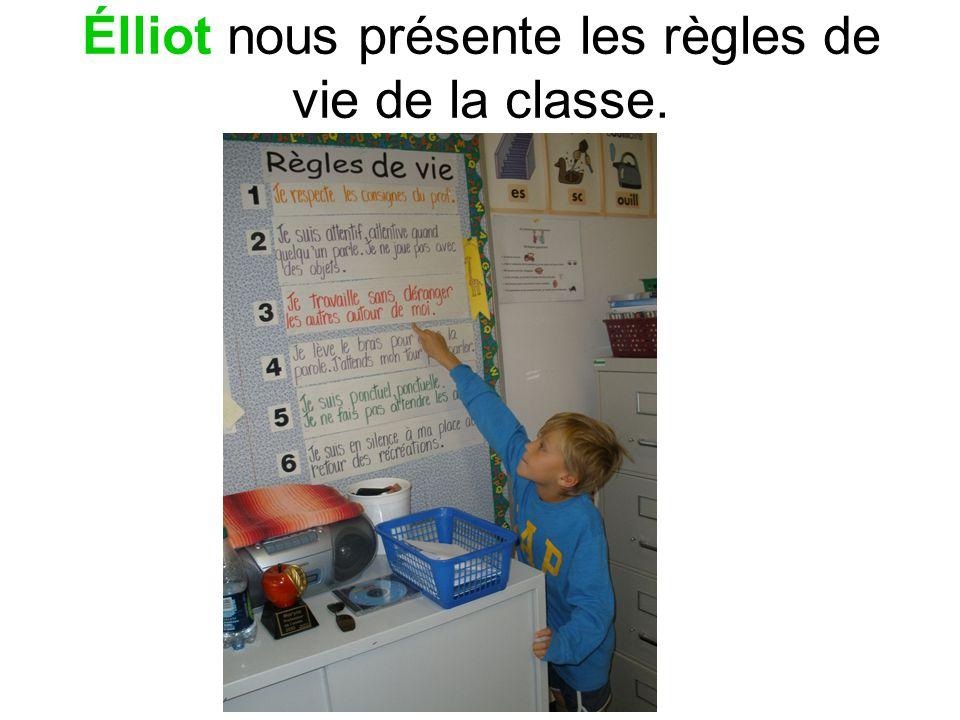 Élliot nous présente les règles de vie de la classe.
