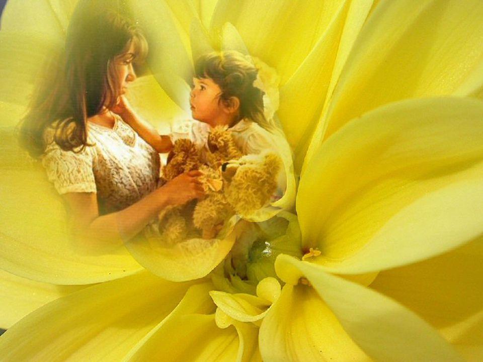 Parfois elle est écrasée par l'épuisement. Mais un sourire ou une caresse de la main, un doux câlin de son enfant, lui fait oublier toute la fatigue.
