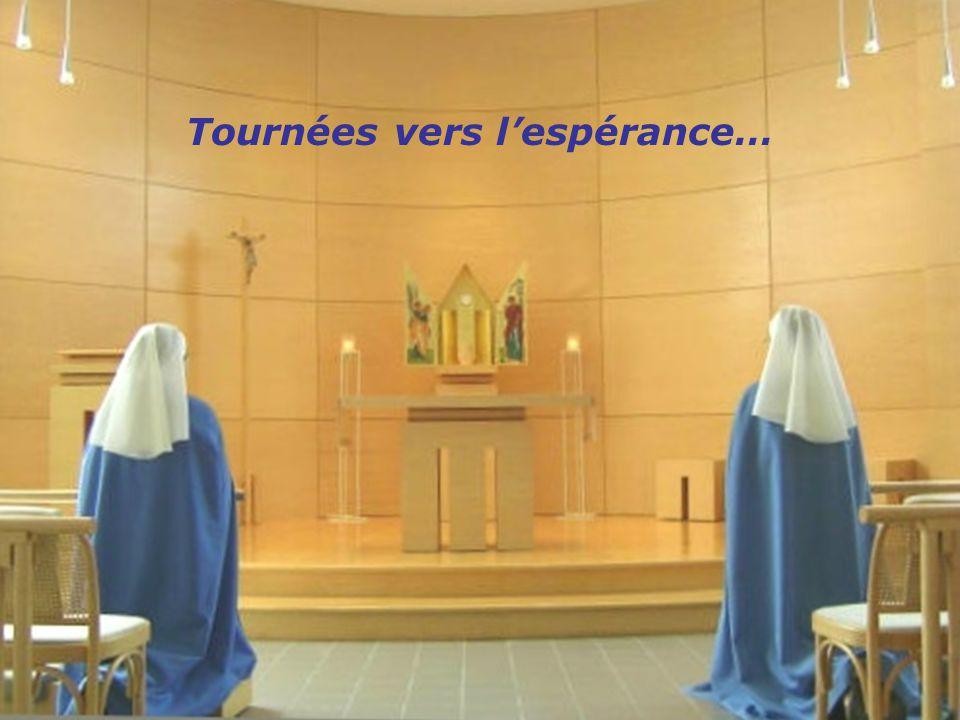 Jean, le Baptiste, qui a accepté la mission de tannoncer, déclara : «Mais il vient, celui qui est plus fort que moi.»