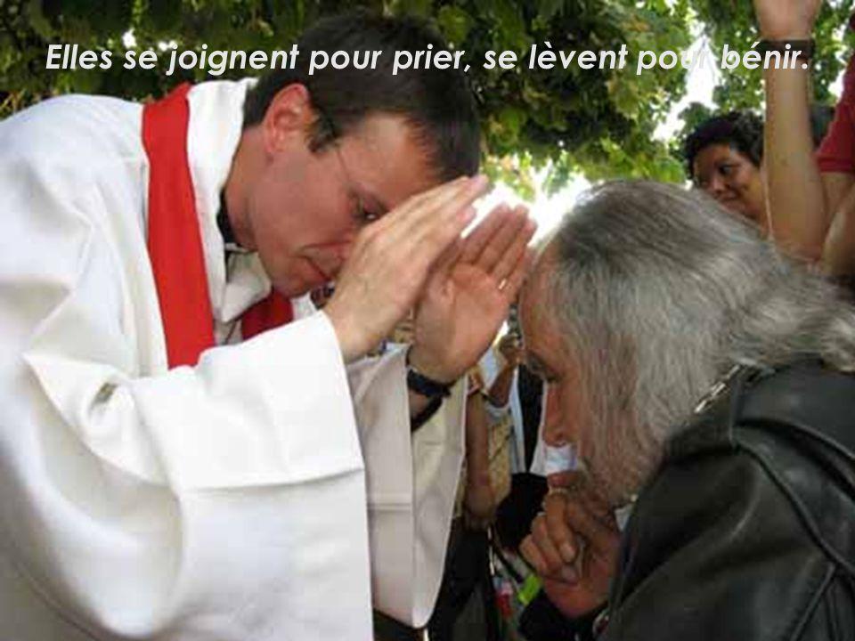 Elles se lèvent pour absoudre, et le plus grand pécheur retrouve avec la pureté, lamitié divine.