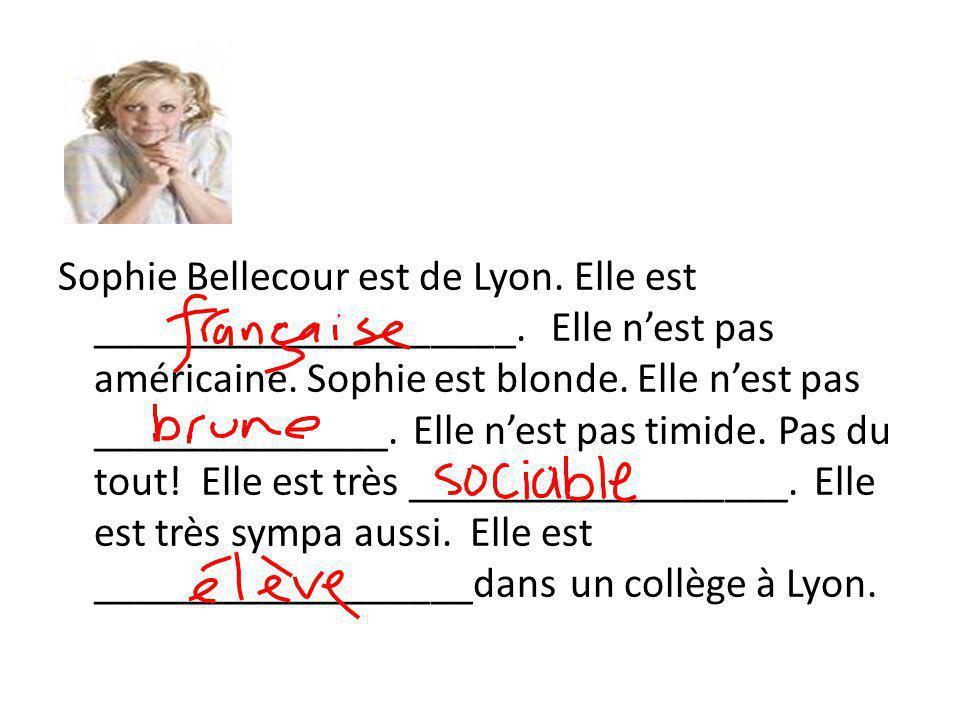 Sophie Bellecour est de Lyon. Elle est ____________________.