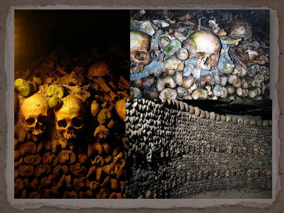Les gens morts étaient enterrés dans le souterrain.