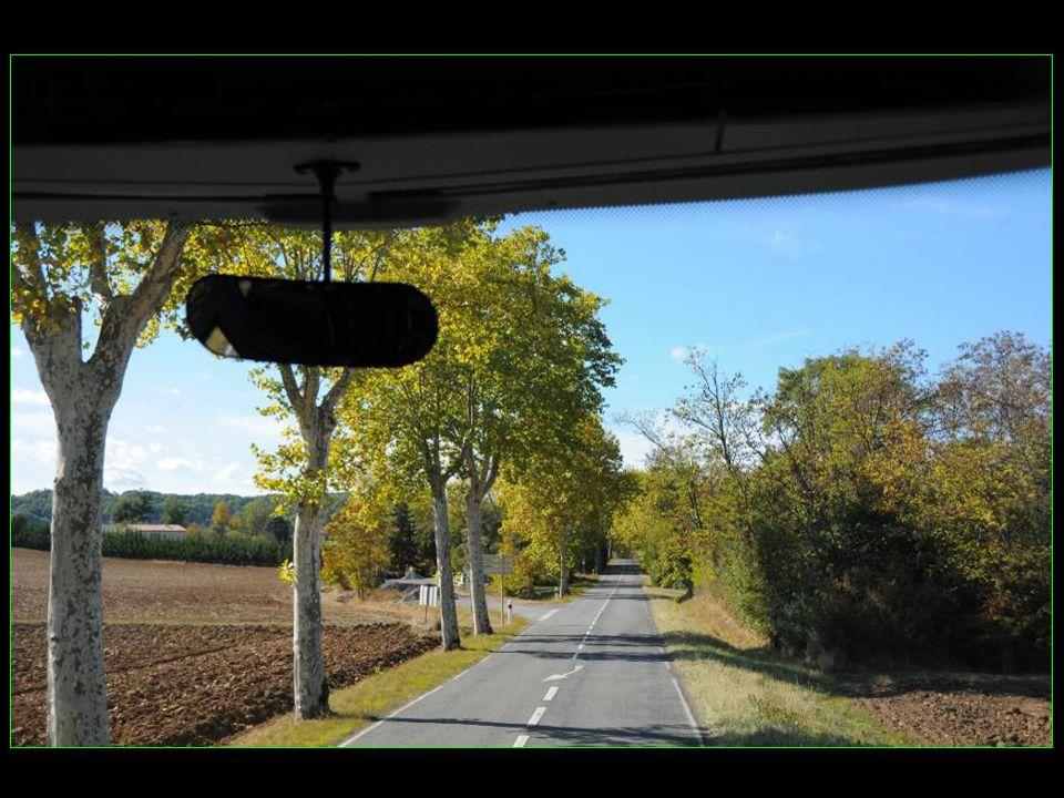 Les voyages BUCHARD AU FIL DU TARN Automne 2011 Puycelsi défilement automatique