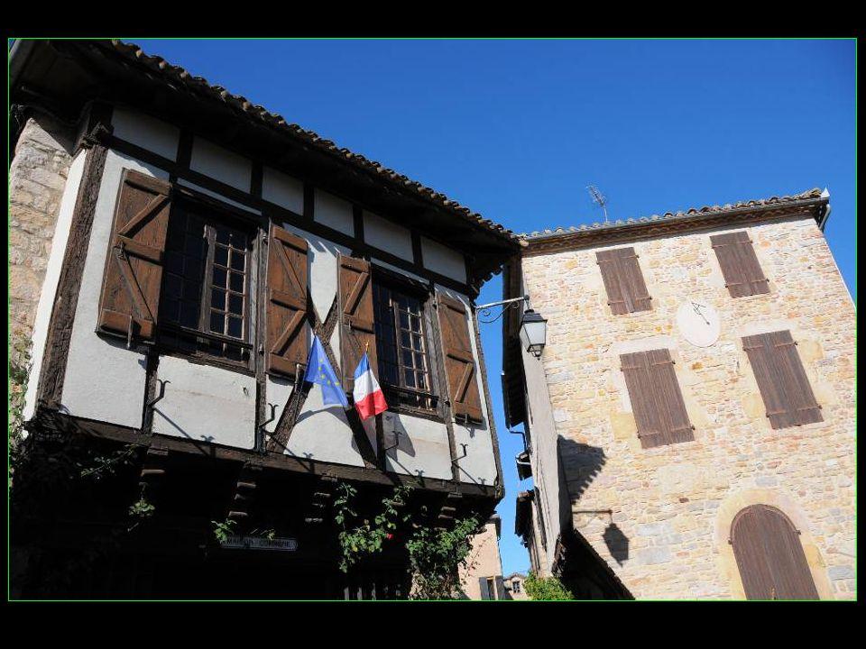 Nombreuses maisons du XV et XVI me siècle
