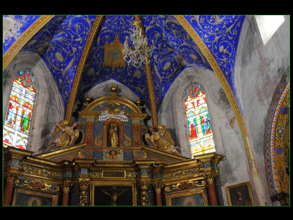 Une seule nef, avec rétable de 1689 restauré en 1985, et christ philictère en bois