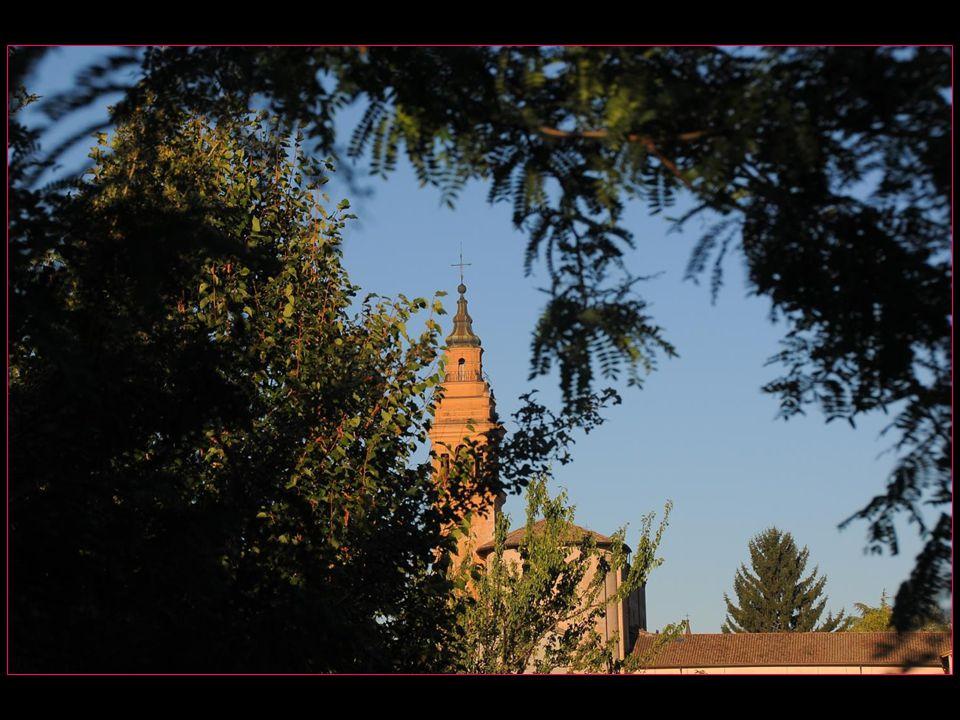 Léglise Notre Dame de lOrme avec son clocher baroque
