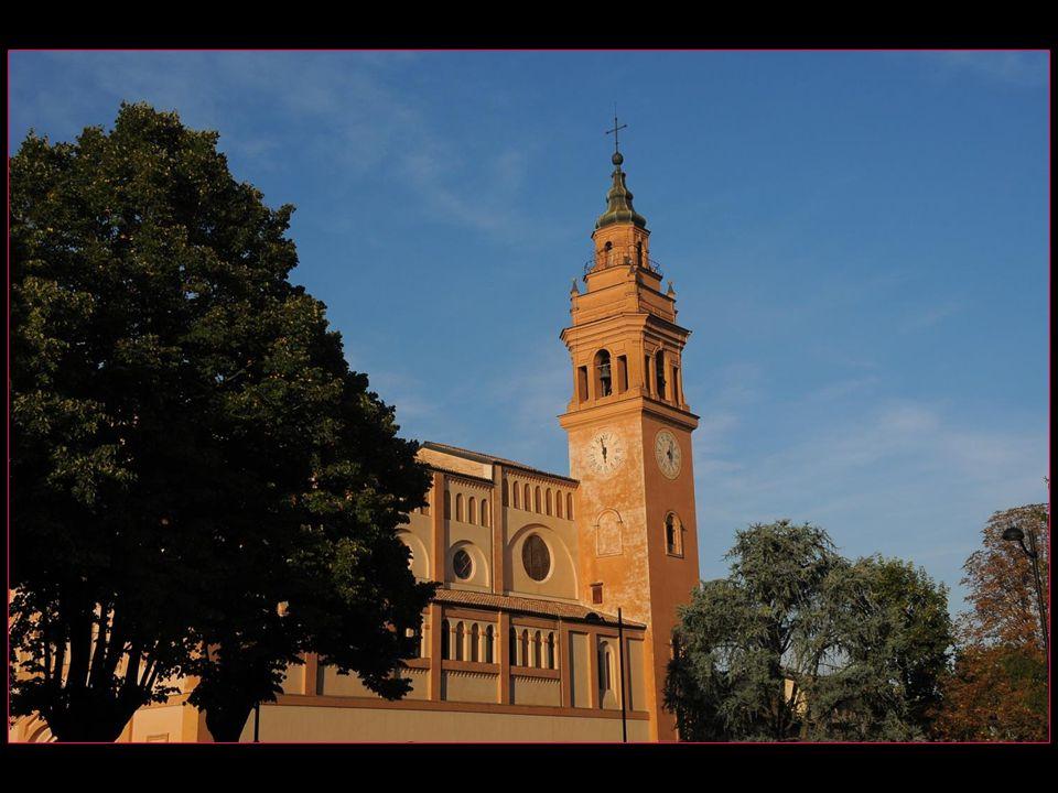 Sanctuaire de Notre Dame de lOrme est un bâtiment séparé de bandes darcatures aveugles avec clocher de style baroque ( construction en 1484, rénové en 1884 par larchitecte Pio Casoli )